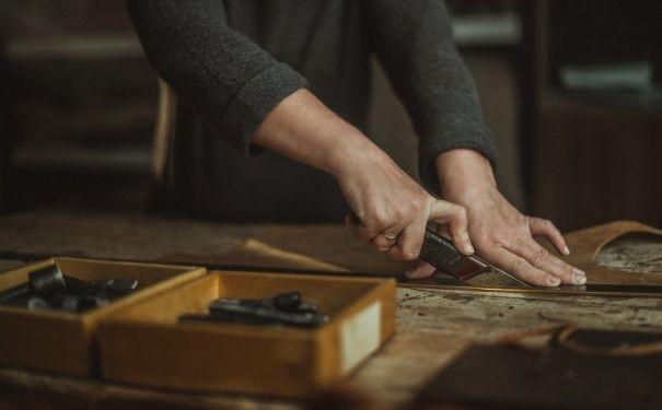 易大皮具生产的皮包产品有什么特点?