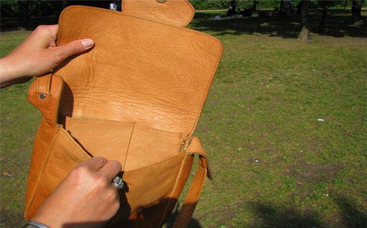 告诉大家哪里有奢侈品箱包手袋批发货源,义务批发包包