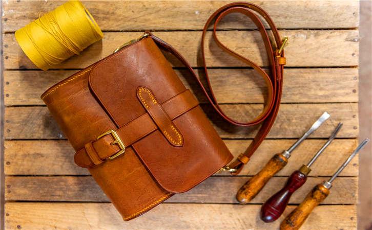揭晓顶尖品质真皮尾单箱包代理批发价,哪里有便宜的包包批发