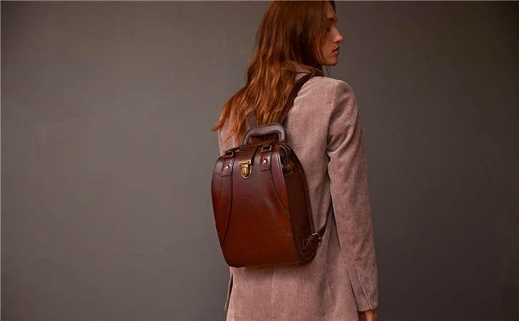 一件代发仿的很逼真的跨境进口奢侈真皮箱包这里有,批发女包到哪里