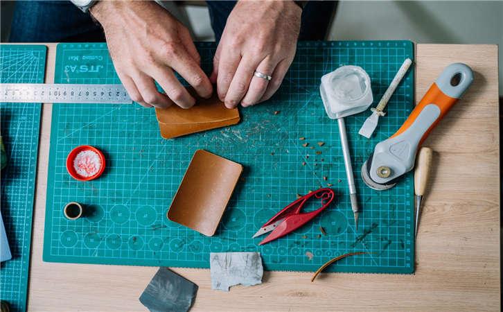 手缝皮具线真的比较好?教你分辨手工缝线与机器车线差别