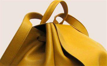 给大家介绍下广州高档尾单厂家箱包一手货源,10元包包批发网