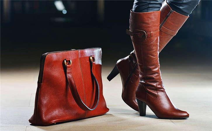 大家都在带的大牌奢侈品韩版箱包都是买的,男款包包批发