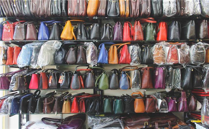 厂家对包包的基本介绍,女士包包护理是必须要注意的