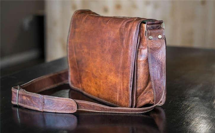 皮带工厂提醒大家系皮带不易过紧,产品对男人的重要性