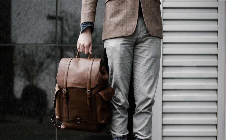 如何挑选背包生产厂家产品,才能分担户外的沉重