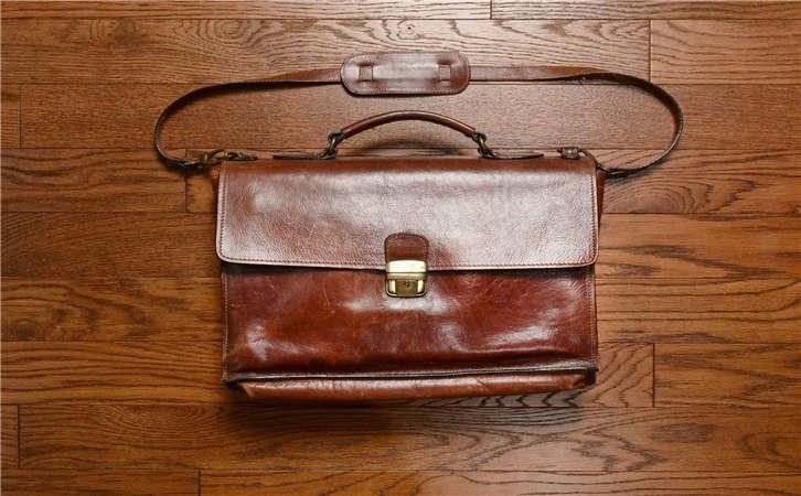 手袋的历史变迁,特别的包包要使用特别的护理