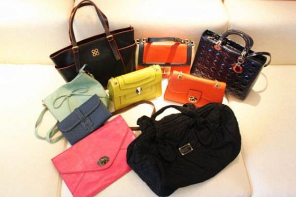 女士用什么颜色的手提包最好,女士用什么颜色的手提包最好