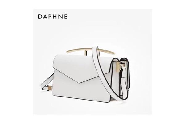 达芙妮包包一般多少钱