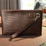 鳄鱼皮包包的优点和缺点,哪个定制品牌好?